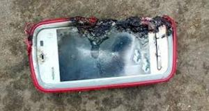 charging smartphone