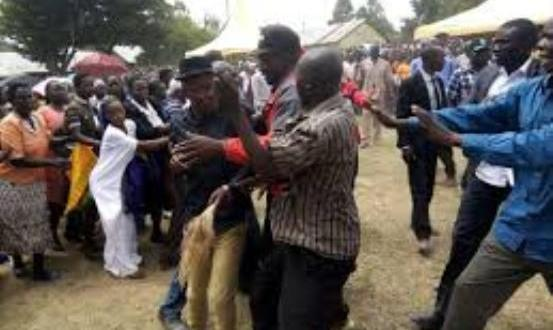 angry mourners kill 6 men