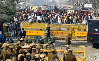 Farmers' Protest LIVE Updates: Tikri, Singhu Borders Shut, Ghazipur Border Partially Sealed as Farmers Stay Put; Top Modi Ministers in Huddle to Resolve Crisis
