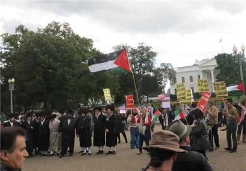 تجمع اعتراضی خاخامها و کشیشان روبهروی کاخ سفید