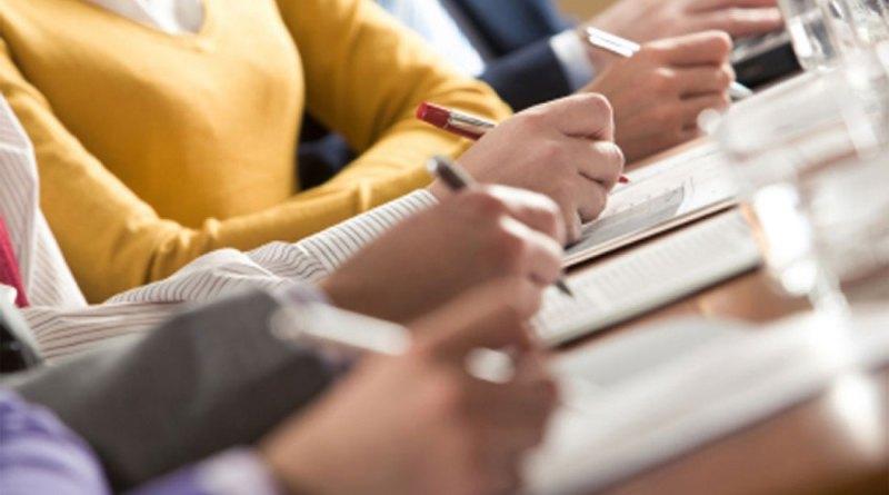 Российские выпускники сдают сегодня профильный ЕГЭ по математике