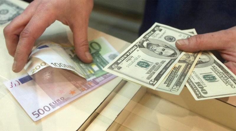 Доллар США подешевел на открытии торгов 30 октября на 10 копеек