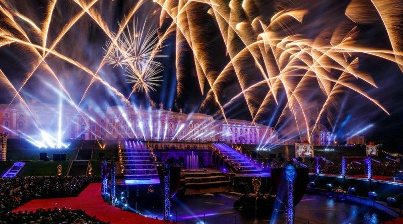 Осенний праздник фонтанов в Петергофе в 2019 году