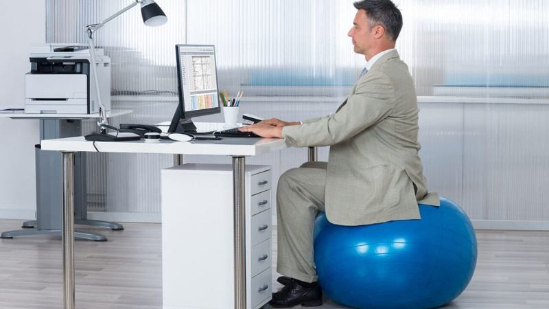 Advantages of using exercise ball as office chair
