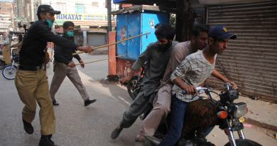 police beating boys on violating lockdown in karachi