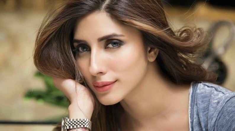 Actress Uzma Khan Files complaint against a group of women for instigating violence, FIR registered