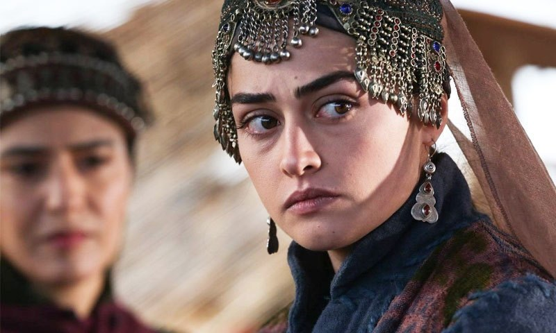 Who plays the role of Ertugrul's wife in the play