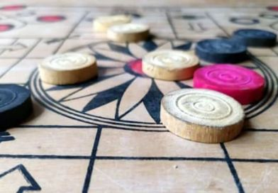 How Can You Make Points And Save Them From Mistakes In The Carrom Board Game?