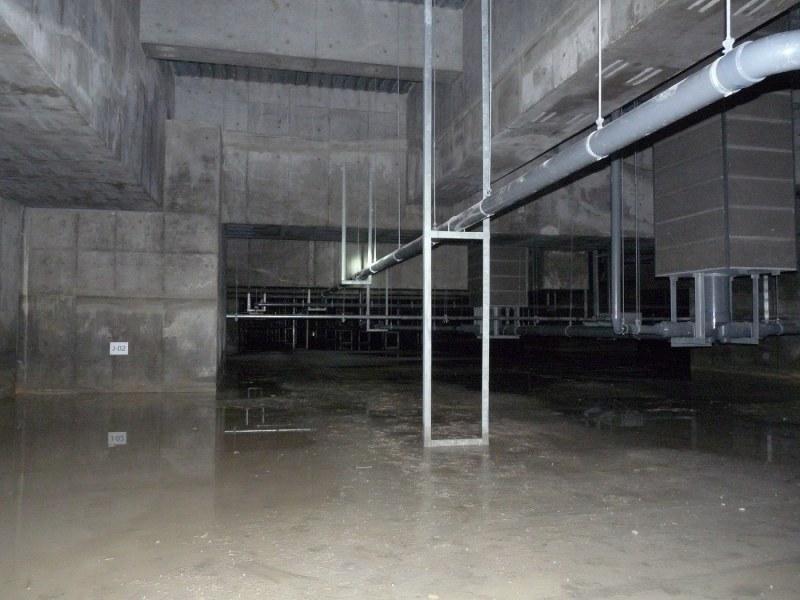 【盛り土がされず空間が広がっている地下の写真】