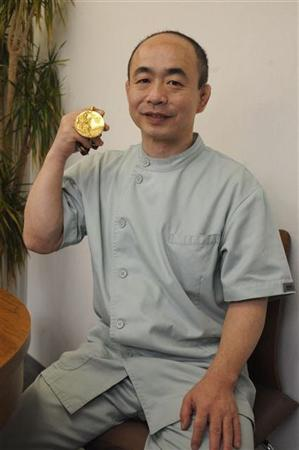 【画像出典:夕刊フジ】先生ご自慢の見つかった金メダルw