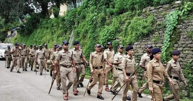 गोपेश्वर में पुलिस का फ्लैग मार्च