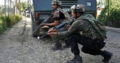 कुलगाम के लारू गांव में हुए एनकाउंटर में सुरक्षाबलों ने तीन आतंकियों को मार गिराया।