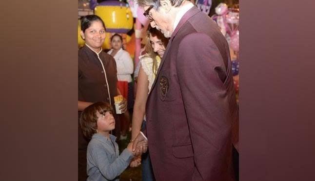 बॉलीवुड के किंग शाहरुख खान के छोटे बेटे अबराम अमिताभ बच्चन को शाहरुख का पिता समझते हैं।