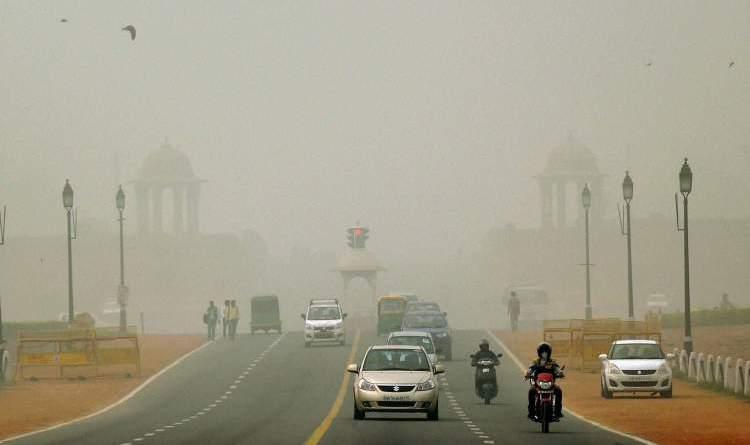 दिल्ली में प्रदूषण खतरनाक स्तर पर पहुंचा