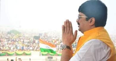 रघुराज प्रताप सिंह उर्फ राजा भैया ने शुक्रवार को लखनऊ में एक रैली की। जिसमेंं करीब 2 लाख लोग जुटे।