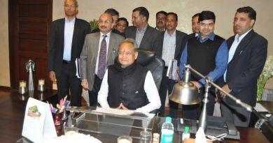 राजस्थान की नई सरकार ने किसानों का लोन माफ करने का आदेश जारी कर दिया है।