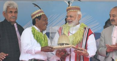 प्रधानमंत्री नरेंद्र मोदी रविवार को अंडमान-निकोबार पहुंचे। यहां उन्होंने साल 2004 की सुनामी में जान गंवाने वालों को श्रद्धांजलि दी।