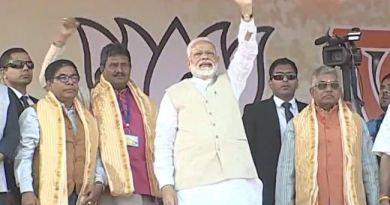 पश्चिम बंगाल के 24 पर्गना के ठाकुरनगर में प्रधानमंत्री नरेंद्र मोदी ने रैली को संबोधित किया। यहां पीएम को सुनने बड़ी तादाद में लोग पहुंचे