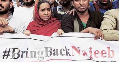 नजीब की मां ने ट्विटर पर पीएम मोदी को टौग करते हुए पूछा कि वो चौकीदार हैं तो बताएं कि उनका बेटा कहां है?