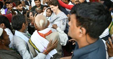 रायबरेली में जब कांग्रेस कार्यकर्ताओं ने उनसे चुनाव लड़ने की अपील की और कहा कि आपके लड़ने से पूरे पूर्वांचल में हवा बनेगी, तब उन्होंने मजाकिया लहजे में कहा वाराणसी से चुनाव लड़ जाऊं क्या?