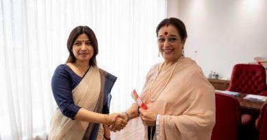 शत्रुघ्न सिन्हा की पत्नी पूनम सिन्हा मंगलवार को एसपी में शामिल हो गईं।