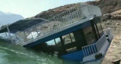 टिहरी झील में 'मरीना' रेस्तरां बोट डूब गई है