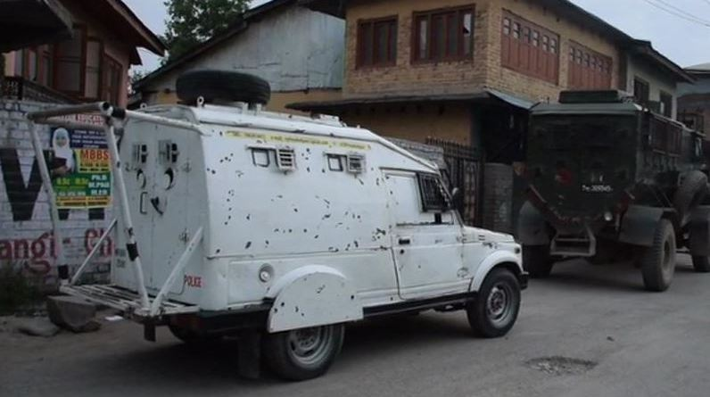 जम्मू-कश्मीर के पुलवामा में गुरुवार सुबह सुरक्षाबलों और आतंकियों के बीच मुठभेड़ हुई है।