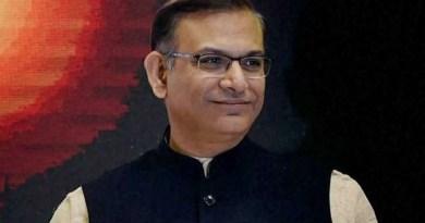 केंद्रीय मंत्री जयंत सिन्हा ने एक बार फिर नए विवाद को जन्म दे दिया है। झारखंड के रामगढ़ में रोश क दौरान लोगों को संबोधित करते हुए उनकी जुबान फिसल गई।
