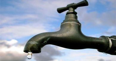 ऑस्ट्रेलिया में इन दिनों पानी का संकट गहरा गया है। फरवरी के दौरान भीषण गर्मी की वजह से वहां के नदियों का जस्तकर काफी नीचे पहुंच गय है।
