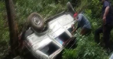 चमोली में बच्चों को ले जा रहा वाहन खाई मे गिरा