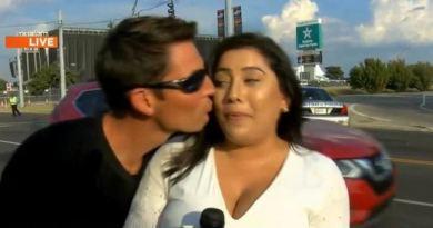 अमेरिका के महिला पत्रकार का एक वीडियो इन दिनों तेजी से वायरल हो रहा है। जिसमें लाइव रिपोर्टिंग के दौरान उसे एक शख्स ने KISS किया है।