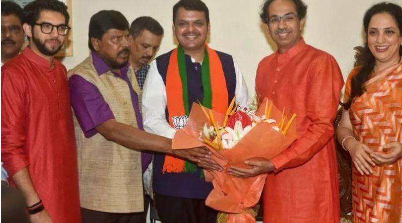 महाराष्ट्र में सीएम पद को लेकर बीजेपी और शिवसेना के बीच रानजीतिक दंगल जारी है।