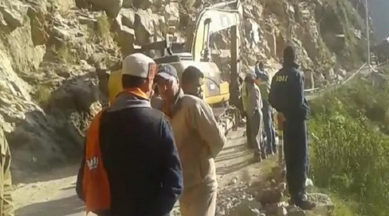 केदारनाथ मार्ग पर बोल्डर गिरने से 8 लोगों की मौत