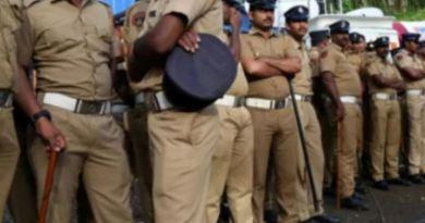 उत्तर प्रदेश की योगी सरकार ने सूबे में तैनात 25 हजार होमगार्ड्स की ड्यूटी खत्म कर दी है। सरकार ने इस फैसले की वजह बजट को बताया है।