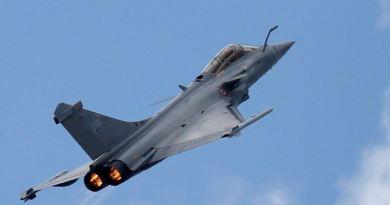 भारत को आज पहला राफेल लड़ाकू विमान मिलने वाला है। फ्रांस की राजधानी पेरिस से 590 किलोमीटर दूर दसॉल्ट एविएशन के प्लांट में भारत को पहला राफेल सौंपा जाएगा।