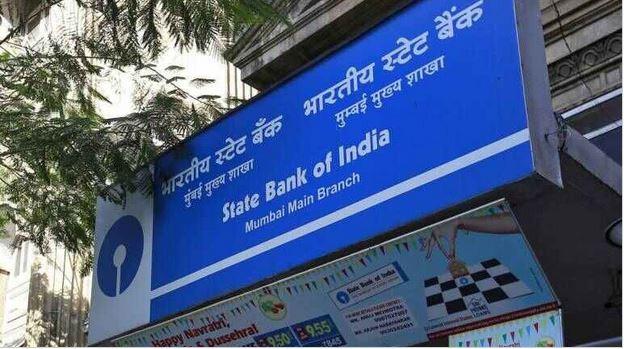 देश में आई आर्थिक मंदी के बीच आम आदमी के लिए एक और बुरी खबर है। देश के सबसे बड़े बैंक SBI ने ग्राहकों को झटका दिया है।