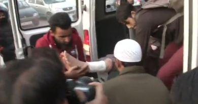 जम्मू-कश्मीर के सोपोर में बड़ा आतंकी हमला हुआ है। इस हमले में 20 लोगों के घायल होने की खबर है। जिसमें तीन की हालत गंभीर बताई जा रही है।
