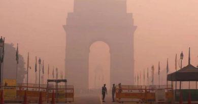 जिस दिल्ली को गुमान है कि वो देश चलाती है। फिलहाल उसे लोगों के फेफड़े चलाने की इजाजत नहीं है।
