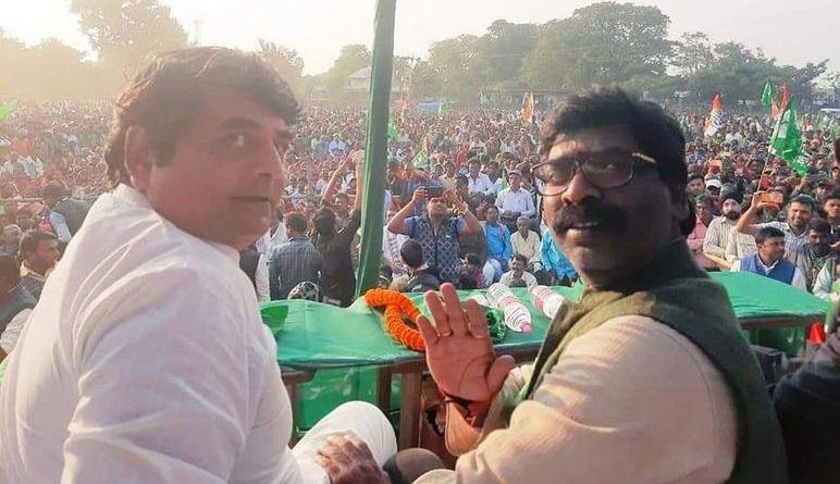 दुनिया की सबसे बड़ी पार्टी बीजेपी के हाथ से एक और प्रदेश चला गया है। झारखंड में कांग्रेस-जेएमएम-आरजेडी ने प्रचंड जीत दर्ज की है।