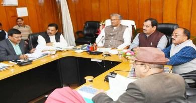 उत्तराखंड सरकार की बुधवार को कैबिनेट की बैठक हुई, जिसमें कई अहम फैसले लिये गये। मुख्यमंत्री त्रिवेंद्र सिंह रावत की अध्यक्षता में हुई इस मीटिंग में 32 प्रस्तावों पर चर्चा हुई, हालांकि कैबिनेट ने मुहर 30 प्रस्तावों पर लगाई।