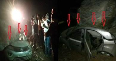 उत्तराखंड के देवप्रयाग के मुल्य गांव के पास हाईवे पर चट्टान की चपेट में चार गाड़ियों के आने से हड़कंप मच गया।