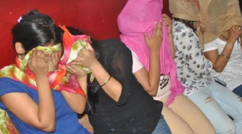 देवभूमि को शर्मसार कर देने वाला मामला ऋषिकेश में सामने आया है। पुलिस ने गुमानीवाला में बड़े सेक्स रैकेट का पर्दाफाश किया है।