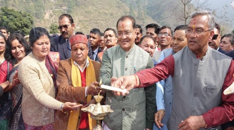 मुख्यमंत्री त्रिवेंद्र सिंह रावत बुधवार को बागेश्वर दौरे पर रहे। इस दौरान उन्होंने क्षेत्र की जनता को कई बड़ी सौगात दी।
