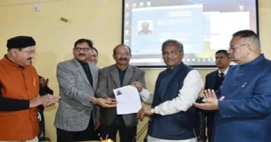 उत्तराखंड की त्रिवेंद्र सिंह रावत सरकार ने पेंशन धारियों को बड़ी राहत दी है। पेंशनर्स को जीवन प्रमाण पत्र बनवाने के लिए ट्रेजरी के चक्कर नहीं लगाने पड़ेंगे।