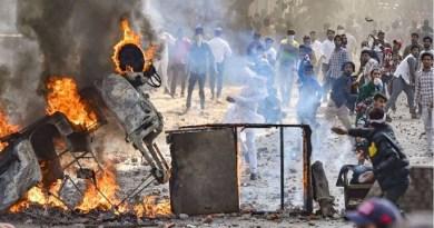 देश की राजधानी दिल्ली पिछले तीन दिनों से जल रही है। हिंसा कम होने के नाम नहीं ले रही है।