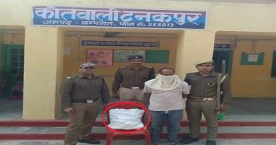 उत्तराखंड के चंपवात के टनकपुर थाना इलाके में विदेशी शराब के साथ पुलिस ने एक तस्कर को गिरफ्तार किया है।