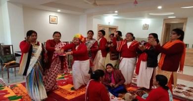 उत्तराखंड का कुमाऊं होली के रंगों में सराबोर है। रंगों के त्योहार होली को लोग धूमधाम से मना रहे हैं।