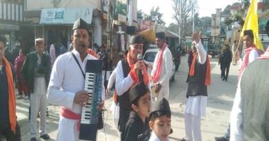 उत्तराखंड में होली की धूम है। हर कोई होली के रंग में सराबोर है। कई जगहों पर सांस्कृतिक कार्यक्रम आयोजित किए जा रहे हैं।