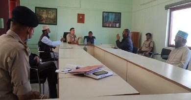 कोरोना से निपटने के लिए निजामुद्दीन तबलीग जमात में शामिल होकर लौटे लोगों की जानकारी हासिल करने को लेकर अल्मोड़ा डीएम नितिन भदौरिया ने सोमवार को अधिकारियों के साथ मीटिंग की। मीटिंग में कई मस्जिदों के मुतवल्ली और हिंदूवादी संगठनों के लोग शामिल हुए।