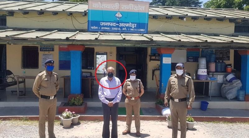 कोरोना काल में अपनी जान की परवाह न करते हुए छात्रवृत्ति घोटाले में संलिप्त व्यक्ति को रानीखेत पुलिस ने उत्तर प्रदेश के हापुड़ से गिरफ्तार किया है।